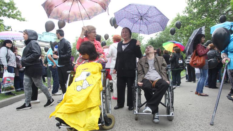 Властта търси възможност да отговори на исканията за децата с увреждания