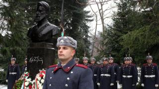 Днешен прочит на Ботев: Избери достойнството пред партийната вярност