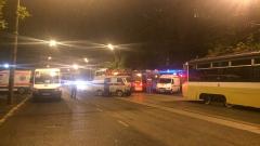 Неизвестен нападна полицаи в Москва