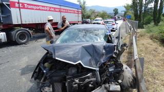 Тежка катастрофа между ТИР и лека кола на входа на Симитли