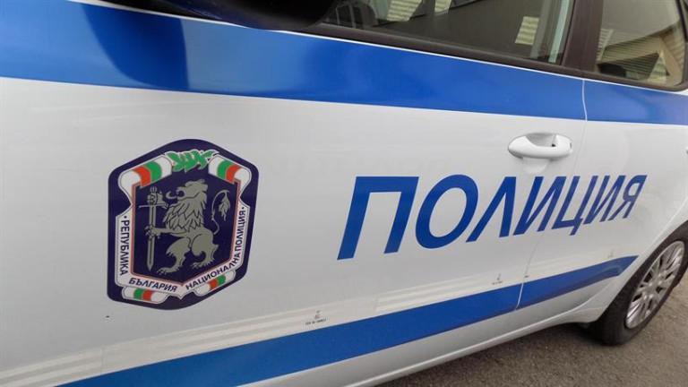 Полицията влезе в завода за смет край Шишманци