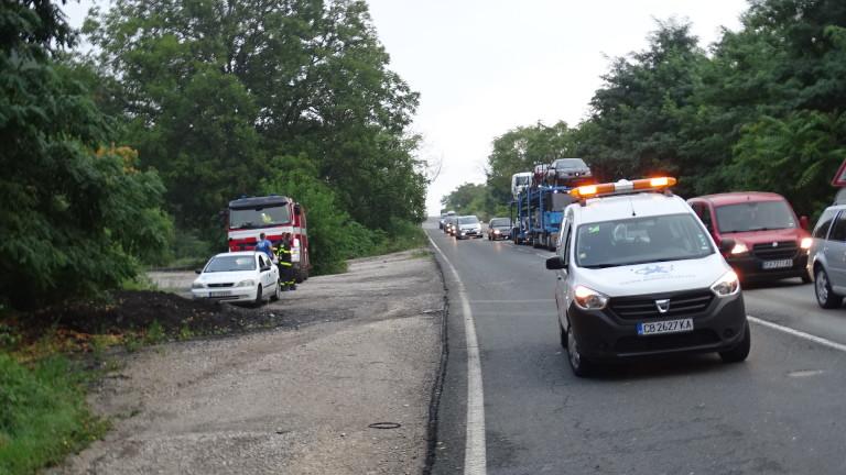 Снимка: Километрично задръстване на пътя Созопол - Приморско заради катастрофа