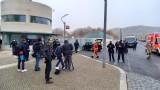 Кола се заби в портата на офиса на Меркел