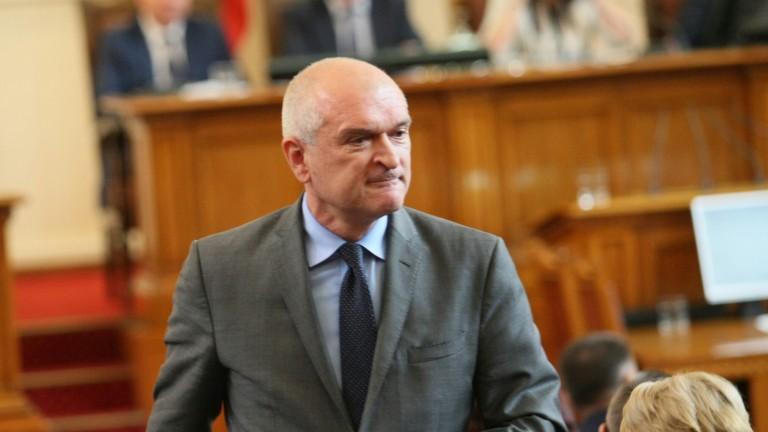 Главчев остана шеф на парламента на косъм