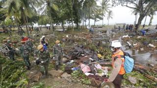 Жертвите на цунамито в Индонезия вече са 281