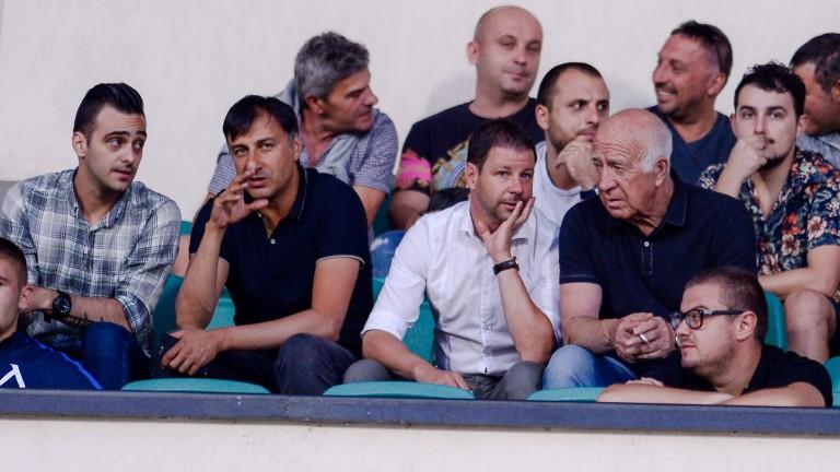 Чистка сред треньорите в школата на Левски?