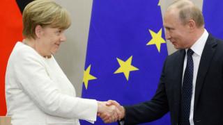 Меркел звънна на Путин и обсъдиха газа през Украйна