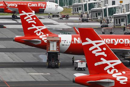 Подновиха издирването на изчезналия самолет на AirAsia