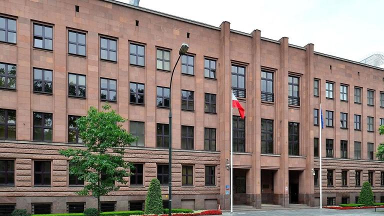 С новото законодателство се борим срещу отричането на Холокоста, уверява Варшава