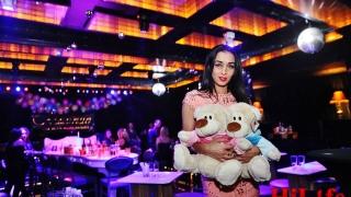 """""""Мисис България"""" Ана Иванова дари коледни подаръци за бедни и болни деца"""