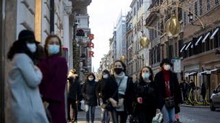 Мутациите на коронавируса се смесиха, става особено заразен за младите хора