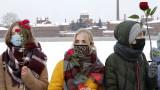Руснаци протестират с рози и сърца срещу затварянето на Навални