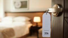 Акциите на Airbnb падат с над 4%. Delta влияе върху резервациите