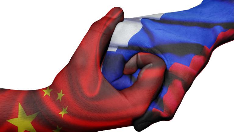 """Китай зове Русия за обединение срещу """"порочните действия"""" на САЩ"""