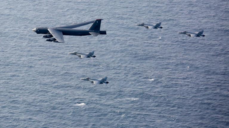 Бомбардировач B-52 на САЩ прелита над Близкия изток, Байдън показва сила