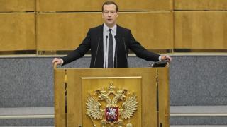 Медведев отказа да коментира обвиненията на Навални