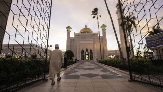 Бруней убеждава с писмо ЕС, че убийството с камъни е приемливо
