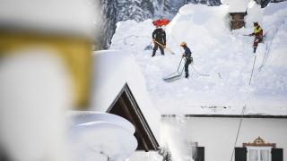 Силен снеговалеж донесе хаос и смърт в Европа