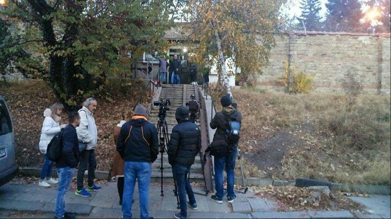 Журналисти чакат Иванчева и Петрова да бъдат освободени