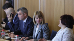 Фандъкова изпрати общинарите да пушат, докато МВР провери за бомба