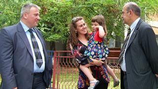 """Митрова се видя с дъщеря си с """"охрана"""" от Атака"""