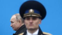 Путин нареди затягане на контрола върху оръжията след кръвопролието в Казан