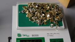 Митничари откриха 1 кг нелегално злато в камион