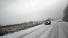 Пътищата са мокри и заснежени, температурите са между -9° и 4°