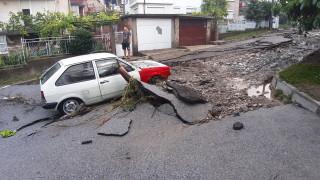 Дезинфектират наводнените къщи в Котел заради опасност от епидемия