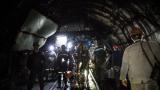 130 миньори от Бобов дол протестираха часове под земята