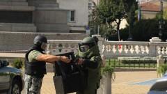 Изоставен багаж събра полиция и пожарна пред парламента