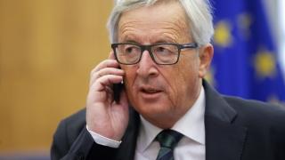 Юнкер: Гръцката програма може да се разпадне, докато МВФ се колебае