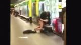 Двойка го удари на секс в метрото (ВИДЕО)