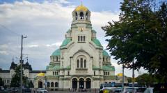 """Забраниха паркирането на автобуси пред храм-паметника """"Св. Александър Невски"""""""