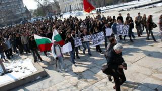 Пловдивски студенти защитават имот с палатков лагер