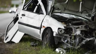 Трима тийнейджъри с опасност за живота след гонка с полицията