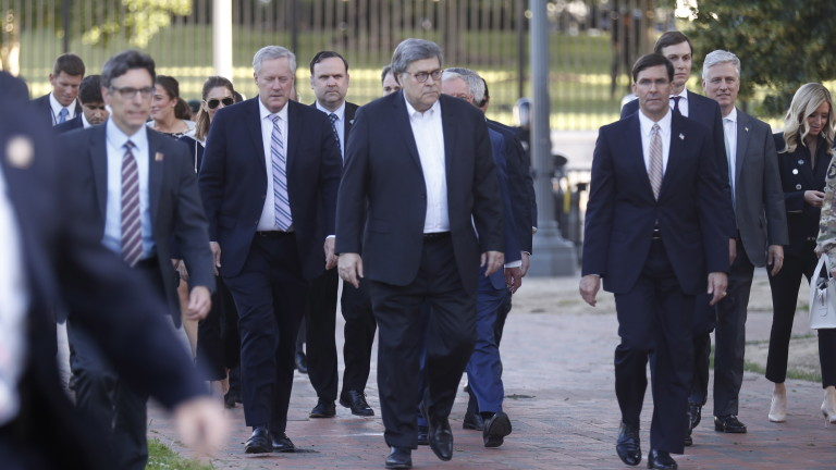 Главният прокурор Уилям Бар в неделя отрече, че президентът Доналд
