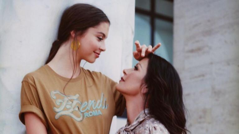 Наскоро Катрин Зита-Джоунс и дъщеря й Карис заснеха първата си