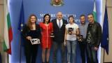 Министър Кралев награди самбистките за отличията на Мондиала в Южна Корея