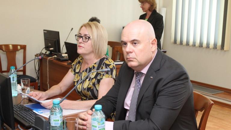 Комисията за атестиране и конкурси прие, че номинирания за главен