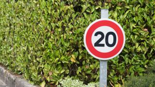 Франция ограничава скоростта по пътищата заради ръст на смъртните случаи