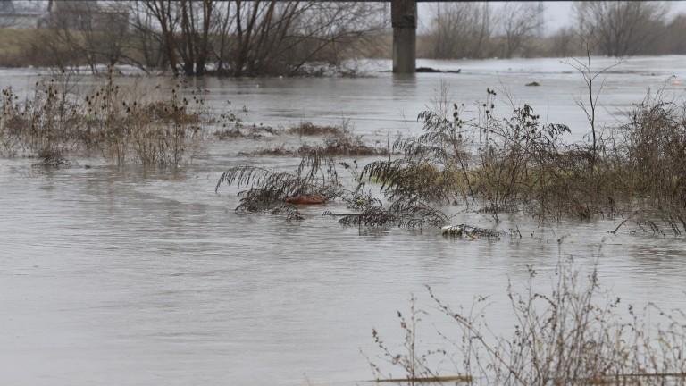 Частично бедствено положение е обявено в общините Перник, Трън и