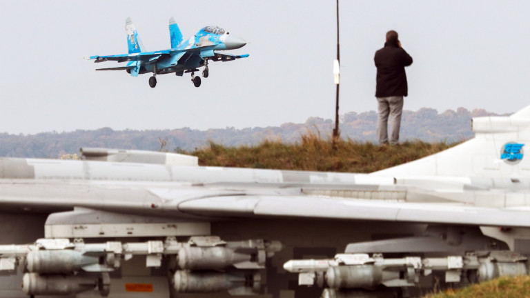 Украински военни самолети прелетяха над Азовско море
