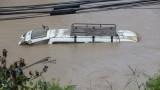 Над 40 души са загинали от наводнения в Непал и Индия