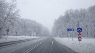 700 машини чистят снега по пътищата у нас