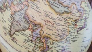 Експерти зоват Великобритания да сдържа авторитарен Китай