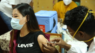 Защитата от ваксините срещу COVID-19 се позагубва в рамките на шест месеца