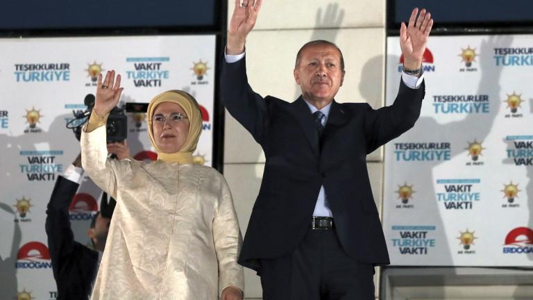 Лирата подскочи след изборите в Турция