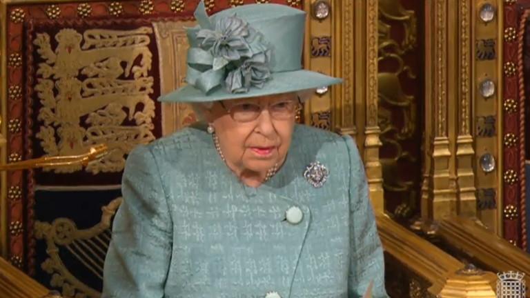 В рядко обръщение към нацията кралица Елизабет II уведомява британците