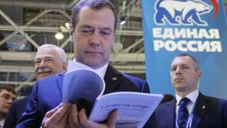 Русия не трябва да мисли, че санкциите ще паднат скоро, категоричен Медведев